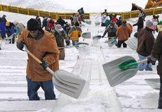 Fans shoveling out Lambeau