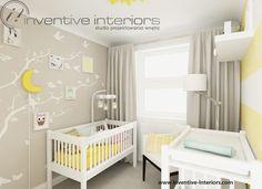 Projekt pokoju dziecięcego Inventive Interiors - beżowy przytulny pokoik niemowlaka z drzewkiem na ścianie