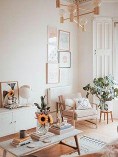 Aujourd'hui, nous partons découvrir un intérieur cosy et féminin de la blogeuse Katie Lavie. J'aime particulièrement l'ambiance douce, féminine et cocooning qui se dégage de...
