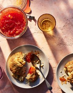 Kate Mathis is a commercial photographer based in New York. Amazing Food Photography, Food Photography Styling, Food Styling, Product Photography, Jaune Orange, Outdoor Food, Food Concept, Tea Cakes, Restaurant Recipes