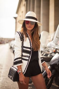 STREETS OF FLORENCE embroidered blazer black and white - Lovely Pepa by Alexandra