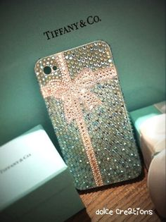 How cute is this Tiffany inspired iPhone case?! They used Swarovski 2028 Rhinestones Flatback  Swarovski 2058 Rhinestones Flatback  Swarovski 2028 Rhinestones Hotfix