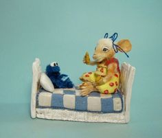 Aleah Klay Studio: Miniature Mouse Sharing cookie with Cookie Monster Doll house mini by Aleah Klay (on Ebay)