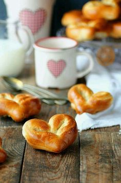 Milk bread hearts - would be good to bring to a brunch potluck Cute Food, Good Food, Yummy Food, Mini Desserts, Bread Baking, Sweet Tooth, Food Photography, Sweet Treats, Food Porn