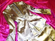 ◆商品説明◆ ジャケット&ベルト付スリットスカートのサテンスーツです(*^-^*)♪ 煌めくサテン ツヤツヤ セピアゴールド♪ ウエストがシェイプされた超美シルエットのジャケット♪ スカートはスリットをファスナーでお好みに合わせて調節可能♪ キラッと煌めくジッパーがセクシーな脚元を演出♪ ぴたぴたFIT♪美尻美脚ライン♪ 超つるつるでサテンの美しい光沢感にうっとり♪♪ とても綺麗なシルエットがお気に入りで愛用してました(*^-^*)♪ Mサイズ スカート裏地付き  ホームクリーニング済みですが最近ま...