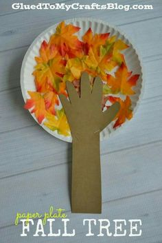 Paper Plate Fall Tree - Kid Craft - - Whether you use real leaves or the fake stuff {hello Dollar Tree!} this kid friendly Paper Plate Fall Tree is sure to be a crowd pleaser! Fall Arts And Crafts, Fall Crafts For Kids, Thanksgiving Crafts, Holiday Crafts, Kids Crafts, Art For Kids, Winter Craft, Halloween Paper Plate Crafts For Kids, Fall Crafts For Preschoolers