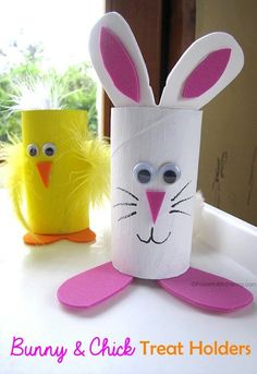 Easter Treat Holders from Cardboard Tubes bunny chick easter treat holder from cardboard tubes tp rolls Make these cute easter bunny and chick holders for your easter treats! Easter Projects, Easter Crafts For Kids, Toddler Crafts, Preschool Crafts, Diy For Kids, Easter Art, Easter Bunny, Easter Decor, Easter Table