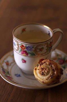 tea cup/still life Vegan Teas, Café Chocolate, Cream Tea, Cuppa Tea, My Cup Of Tea, Cacao, Tea Recipes, Tea Time, Coffee Time