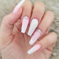 Nails 32 Eye Catching Nail Design Ideas Perfect For Four Season - Millions Grace Cute Acrylic Nails, Cute Nails, Pretty Nails, My Nails, Long Nail Designs, Ombre Nail Designs, Acrylic Nail Designs, Nail Art Strass, Nagellack Trends