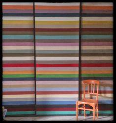 Wall in Claire Chalkley's shop, les Couronnes Sauvages, in Dol de Bretagne in brittant, Northern France  Mur de Chalk Paint™ peinture décorative par Annie Sloan