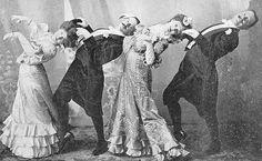 Smorfie, travestimenti, ritratti strani e ridicoli... Gli scatti pazzi che si vedono sui social non sono certo un'idea originale dei nostri tempi. Guardate che pose si sono inventati questi inglesi in piena epoca vittoriana.