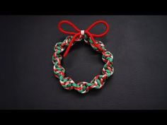 63 Super Awesome DIY Paracord Projects To Realize - Diy Super Awesome DIY Paracord Projects awesome diyideas paracord projects realize Useful & Interesting DIYs!How extensive some ties are and can then be broken Kids Christmas Ornaments, Christmas Decorations To Make, Holiday Crafts, Christmas Wreaths, Christmas Duck, Christmas Ideas, Paracord Tutorial, Paracord Knots, Parachute Cord Crafts