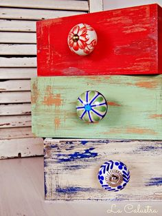 LOVE these drawer pulls! Hand Painted Furniture, Recycled Furniture, Bibliotheque Design, Vintage Shabby Chic, Design Crafts, Furniture Makeover, Chalk Paint, Arts And Crafts, Crafty