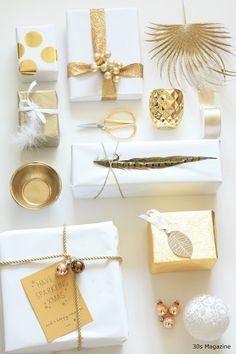 Scelgo un Natale in oro in versione discreta, intima. Il colore lucente per eccellenza è abbinato al bianco e a materiali poveri e naturali come il legno