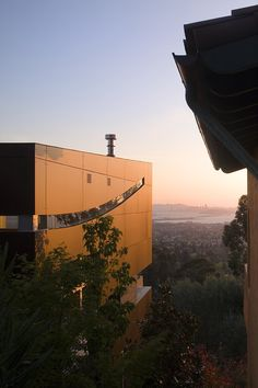 Berkeley Residence | Overlooking San Francisco Bay by Charles Debbas Architecture