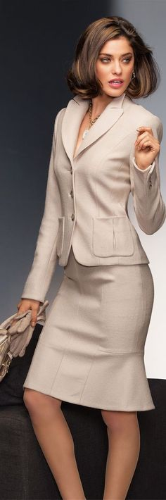 Madeleine Fall 2014 ● Madeleine Wool Suit Wears with apparently stockings and suspender. Mode Outfits, Office Outfits, Fashion Outfits, Womens Fashion, Fashion Trends, Trendy Fashion, Office Wear, Ceo Office, Executive Office