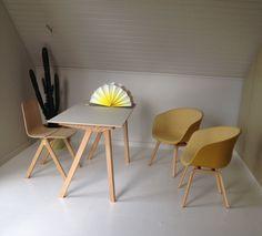 Copenhague Desk CPH90 Bureau van Hay  met About a Chair van Hay in geel en  Copenhague Chair van Hay