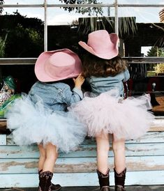 How cute would this be for pics of the girls? Tutus, denim jackets, cowgirl boots, and pink cowgirl hats! How cute is this? Fashion Kids, Look Fashion, Little Cowgirl, Cowgirl Hats, Vintage Cowgirl, Cute Kids, Cute Babies, Fru Fru, We Are The World