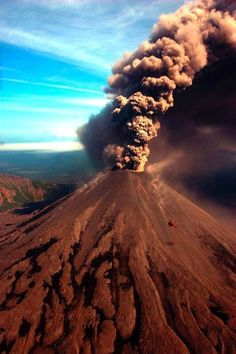 Rookpluim op de Volcano of Kamchatka, Russia Natural Phenomena, Natural Disasters, Photo Volcan, Mother Earth, Mother Nature, Volcan Eruption, Beautiful World, Beautiful Places, Landscape Photography