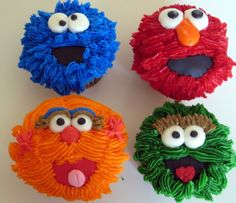 Funny Sesame Street Cupcakes A Sesame Street theme party you are young children, children, or babies first birthday is a fun popular kids t. Sesame Street Cupcakes, Sesame Street Party, Sesame Street Birthday, Elmo Party, Festa Party, Themed Cupcakes, Birthday Cupcakes, Cake Pops, Cupcakes Decorados
