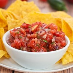 Thick and Chunky Salsa {Sweet Pea's Kitchen} Super easy to make.  Cam loved it!