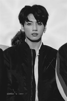Jungkook a boss one of the richest man of Korea and business man , also a wanted criminal. Taehyung a normal guy with his parents , but his father just could. Foto Jungkook, Foto Bts, Jungkook Oppa, Kim Namjoon, Bts Bangtan Boy, Seokjin, Hoseok, Jung Kook, Rapper