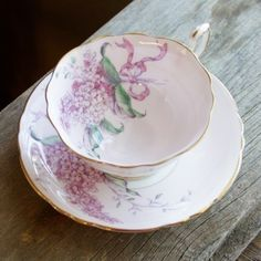 Vintage Paragon England China Collectable Tea Cup and Saucer Purple Lilac Flower ☆ China Cups And Saucers, Teapots And Cups, Teacups, Vintage Tea, Vintage China, Flower Vintage, China Tea Sets, My Cup Of Tea, Tea Service