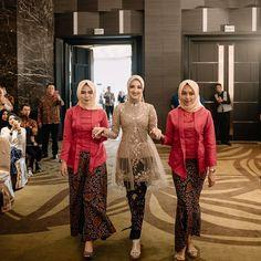 Kebaya Modern Hijab, Kebaya Muslim, Model Kebaya Modern, Kebaya Dress, Dress Pesta, Kebaya Hijab, Muslim Fashion, Hijab Fashion, Fashion Dresses