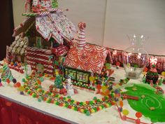 Candy, Candy, Candy Oh My.... gingerbread display by Cindy Peters.  Visit www.ultimategingerbread.com for patterns, photos, recipes and contests.