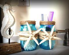 Decorated mason jars Beach Mason Jars, Blue Mason Jars, Mason Jar Crafts, Beach Cottage Decor, Coastal Decor, Seaside Decor, Beach Wedding Centerpieces, Wedding Beach, Wedding Decor