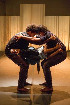 """""""Deslocado"""" - Avoa! Núcleo Artístico  - Espaço Cênico O Lugar -  #carlosaraujofotografia #meuolhar #dançacontemporanea #avoanucleoartistico #dança #augusta"""