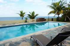 Geräumige Villa mit 4 Schlafzimmern und separatem Gästehaus mit 2 Schlafzimmern auf einem großzügigen Grundstück mit Pool.    http://karibik-luxus-immobilien.com/id-5036-4-schlafzimmer-villa-mit-gastehaus-am-strand-von-sosua