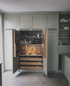 Minimalist Interior, Minimalist Home, Enterier Design, Kitchen Shades, Compact Living, Pantry Design, Kitchen Interior, Kitchen Dining, Home Furniture