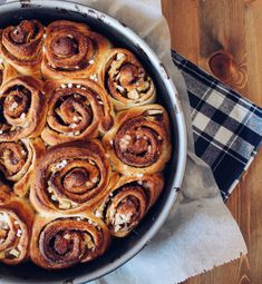 Here you will finally find the recipe for the ever-popular cinnamon buns .- Hier findet ihr nun endlich das Rezept für die allseits beliebten Zimtschnecken… Here you will finally find the recipe for all sides … - Baking Recipes, Cake Recipes, Art Cafe, German Baking, Winter Desserts, Cake & Co, Cakes And More, Cake Cookies, Sweet Treats