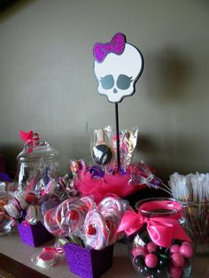 This would be cute for Gabriella bday when she is older: Monster High table scape pink black focus Cumple Monster High, Monster High Birthday, Monster High Party, 6th Birthday Parties, Girl Birthday, Birthday Board, Birthday Ideas, Bowling Party, Baby Shower