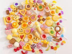 久しぶりに、スイーツデコパーツ100個入りを出店致します。只今パーツを選別中♪今回も焼き菓子を中心にバラエティー豊かな詰合せです♪出店予定は今夜です。お楽しみに! #スイーツデコ #sweetsdeco