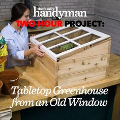 Build a Mini Greenhouse with an Old Window - Idées de Plantation Diy Greenhouse Plans, Greenhouse Gardening, Outdoor Greenhouse, Diy Small Greenhouse, Gardening Tips, Old Window Greenhouse, Cold Frame Gardening, Pallet Greenhouse, Homemade Greenhouse