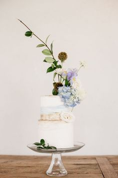 Asymmetrical floral wedding cake topper | Grey to Blue Photography