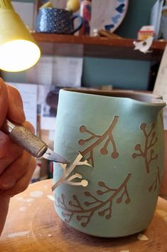 Most up-to-date Snap Shots Ceramics projects Style Best Ceramic Pottery Painting ideas for DIY project design and inspiration. This collection of cera Hand Built Pottery, Slab Pottery, Ceramic Pottery, Pottery Art, Painted Pottery, Paint Your Own Pottery, Ceramic Decor, Ceramic Clay, Ceramic Painting