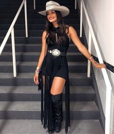 65 Ideas Country Concert Outfit Winter Look so Awesome - trend viral ideas Cowgirl Outfits For Women, Cowgirl Style Outfits, Country Style Outfits, Rodeo Outfits, Fall Outfits, Fashion Outfits, Outfit Winter, Cowgirl Look, Cowgirl Fashion