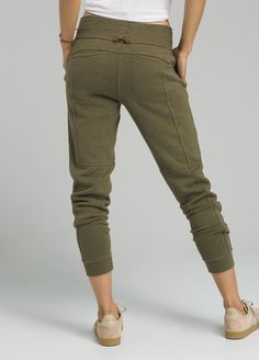 The prAna Cozy Up Pant is constructed from a Hemp/Recycled polyester blend. The pant offers natural odor reducing features and UPF Design features include on seam front pockets, back pockets, self leg cuffs, and a mid-rise slouch. Cargo Pants Women, Pants For Women, Comfy Pants, Joggers Womens, Fashion Joggers, Girls Pants, Yoga Flow, Fashion Outfits, Womens Fashion