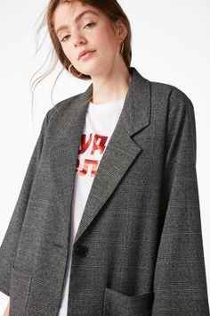 <p>A softly tailored long blazer with slightly shorter arms to show off how u've Monkistyled ur bracelets and bling (if that's ur thing.) <br /><br />In a s