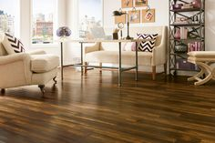 Tout en étant une option très abordable, le plancher flottant est un revêtement de sol qui reproduit très bien le bois et s'intègre bien à tous les décors!