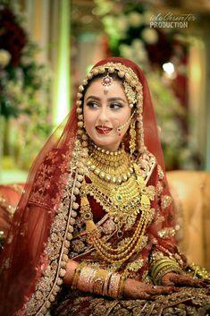 Indian gold. #GoldJewelleryArabic Indian Bridal Photos, Indian Bridal Makeup, Indian Bridal Outfits, Indian Bridal Fashion, Indian Bridal Wear, Pakistani Bridal, Bridal Dresses, Punjabi Bride, Indian Wedding Bride