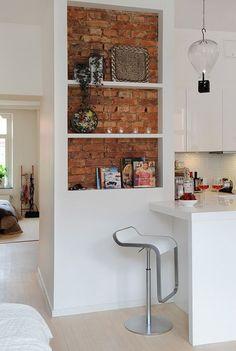 półki w kuchni,wnęka na półki,wnęka kuchenna z półkami,jak zabudowac półki w kuchni,piękne półki w kuchni