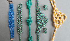 Die Knotenkunst, auch Platting genannt ist ein sehr altes Handwerk. Es wurde vorwiegend von Matrosen ausgeübt die während windstillen Momenten sich so ihre Zeit vertrieben, und aus Seilen und Leinen hübsche Verzierungen für Messer oder Schnupftabakbeutel knüpften.