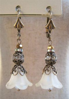 ANTIQUE WHITE LUCITE FLOWER EARRINGS FILIGREE RHINESTONE BEAD VICTORIAN NOUVEAU