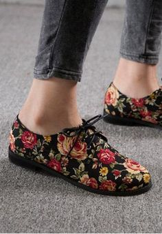 Floral Oxford shoes, my board should just be called Oxford Shoes. Sock Shoes, Cute Shoes, Me Too Shoes, Shoe Boots, Shoes Sandals, Ballet Shoes, Ankle Boots, Dream Shoes, Crazy Shoes