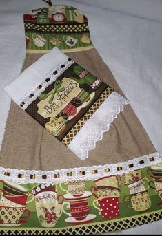 Paper Plate Holders, Paper Plates, Towel Dress, Sewing Projects, Projects To Try, Dish Towels, Christmas Stockings, Apron, Patches