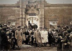 Cumhurbaşkanı Gazi Mustafa Kemal, Edirne Müzesi'ni ziyaret ediyor.  Edirne, 23 Aralık 1930